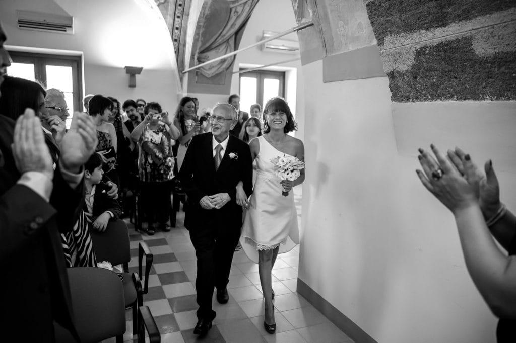 ingresso sposa con il papˆ alla cerimonia del matrimonio in sicilia