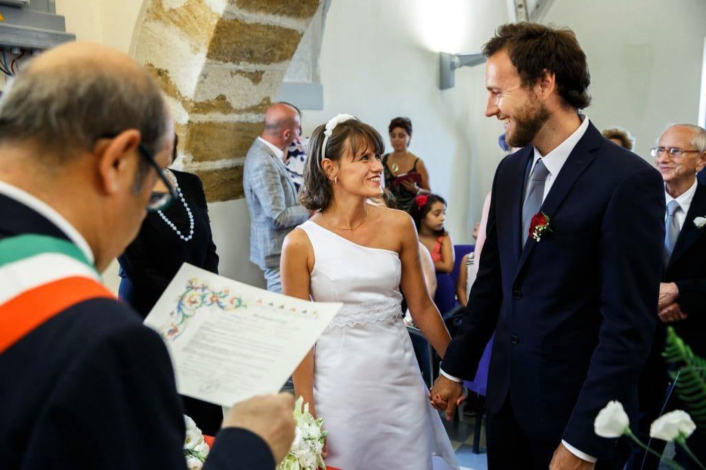incontro degli sposi in comune per la cerimonia di matrimonio in sicilia