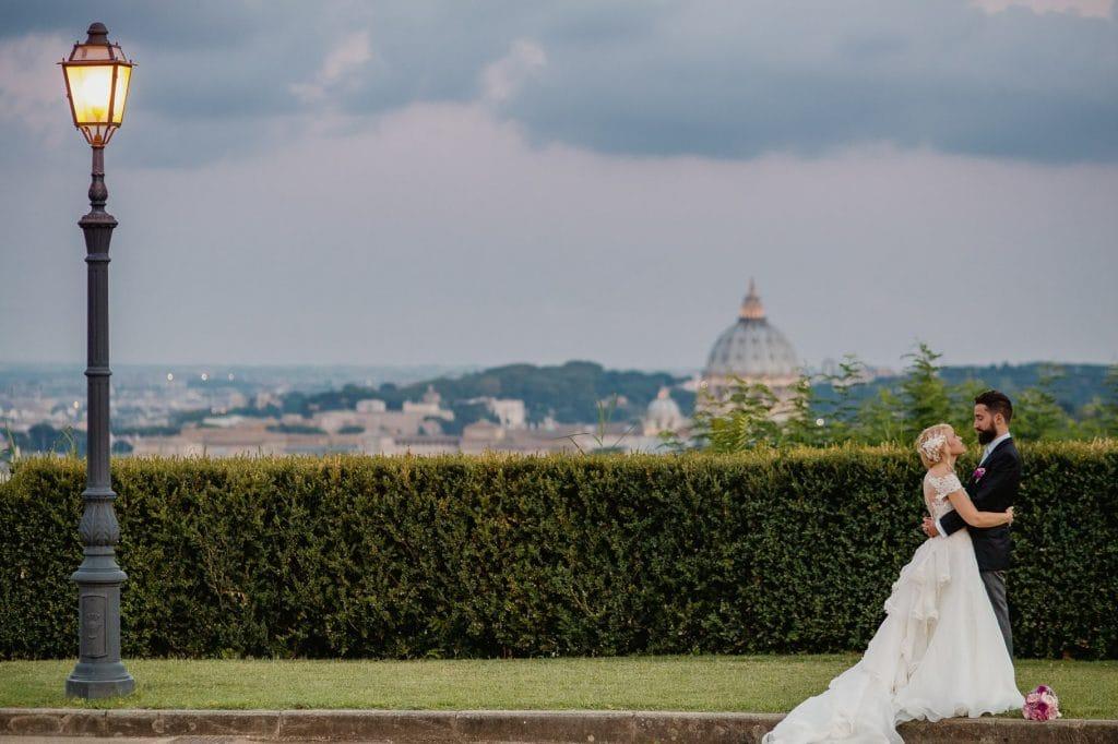 ritratto di coppia con cupolone nel matrimonio a villa miani