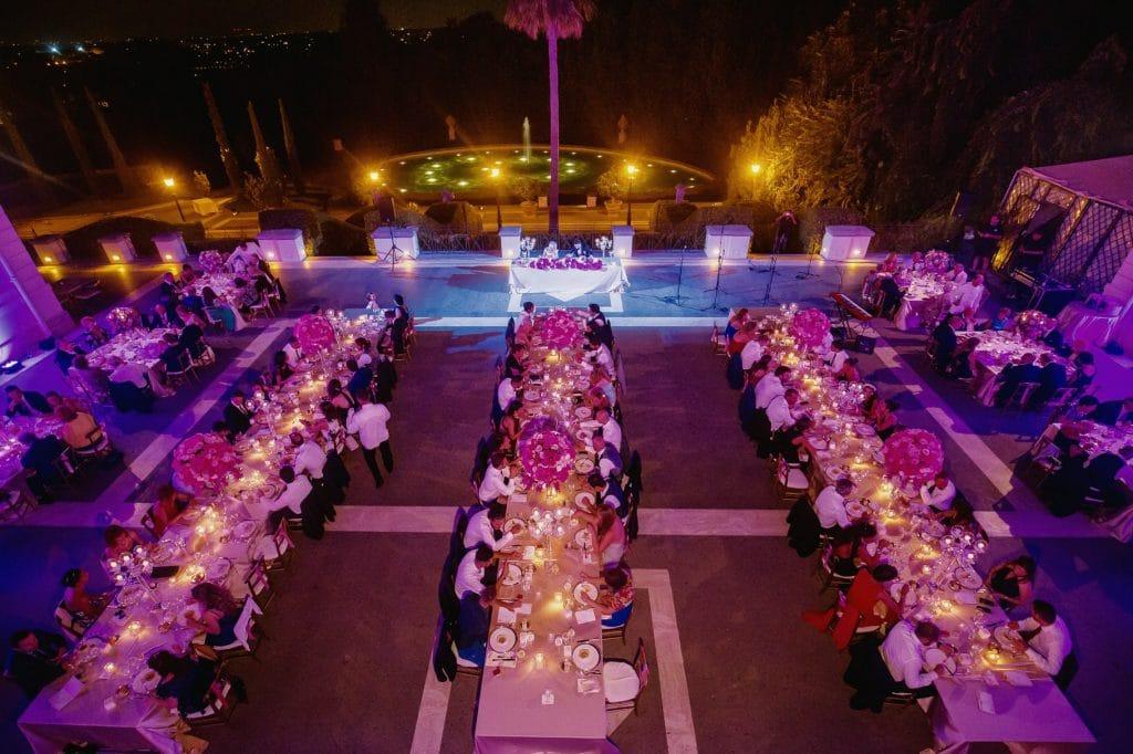 allestimento tavoli per la cena di matrimonio a villa miani