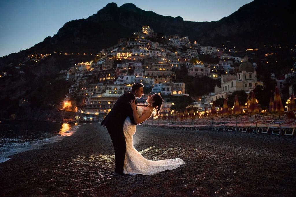 ritratto sposi in spiaggia positano al tramonto