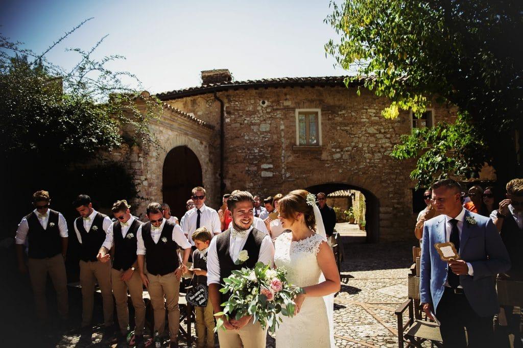 sposi in cerimonia al borgo della marmotta