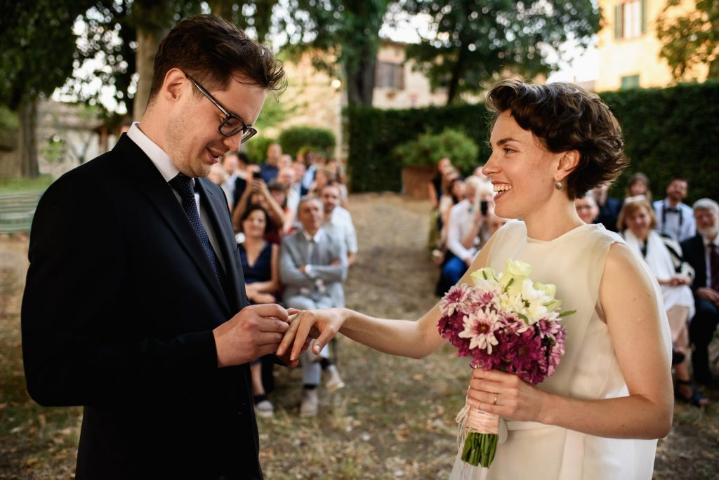 fotografo di matrimonio in toscana scambio degli anelli tra gli sposi
