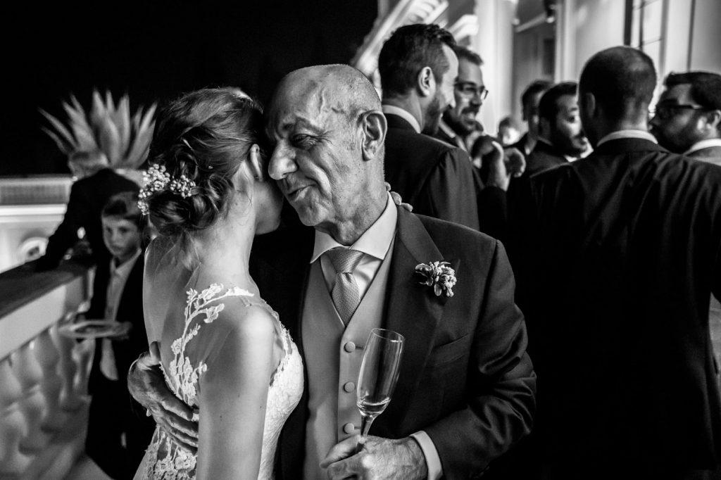 la sposa con papˆ durante il ricevimento di nozze a villa miani