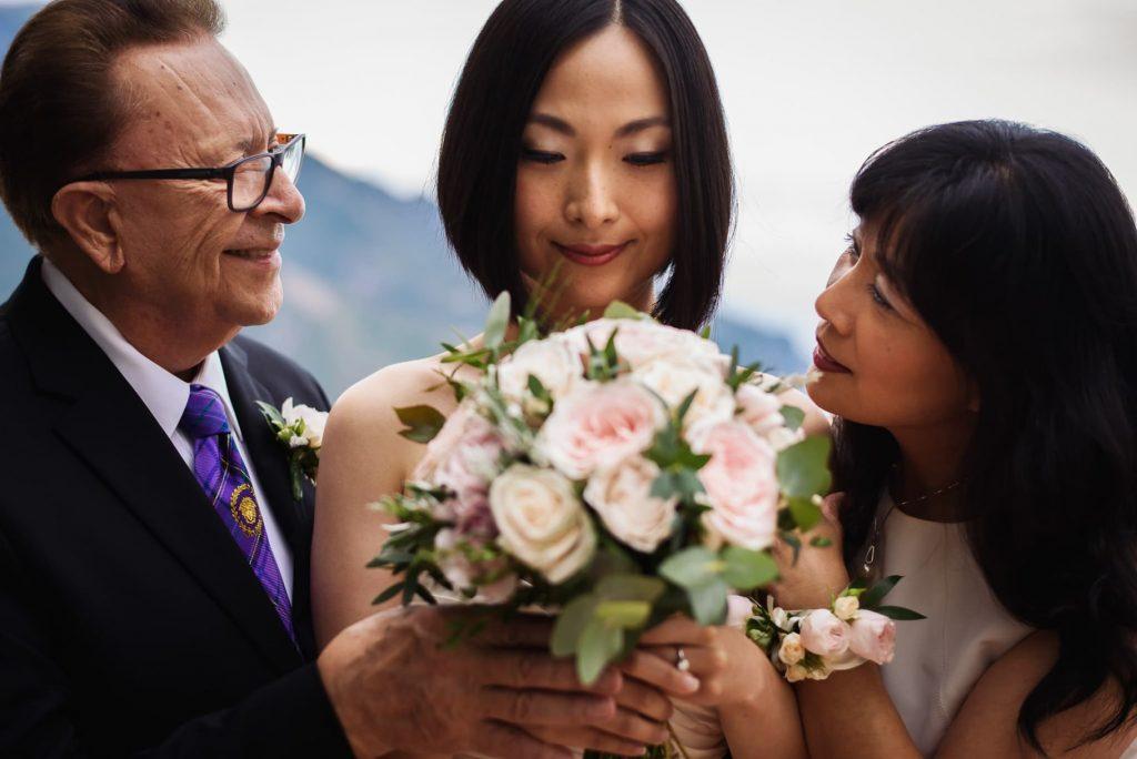 sposa con i genitori prima del matrimonio hotel caruso ravello