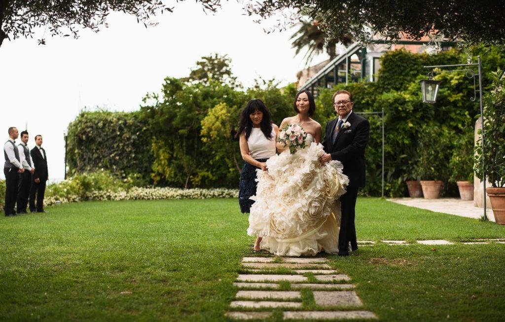 ingresso della sposa con il papˆ alla cerimonia