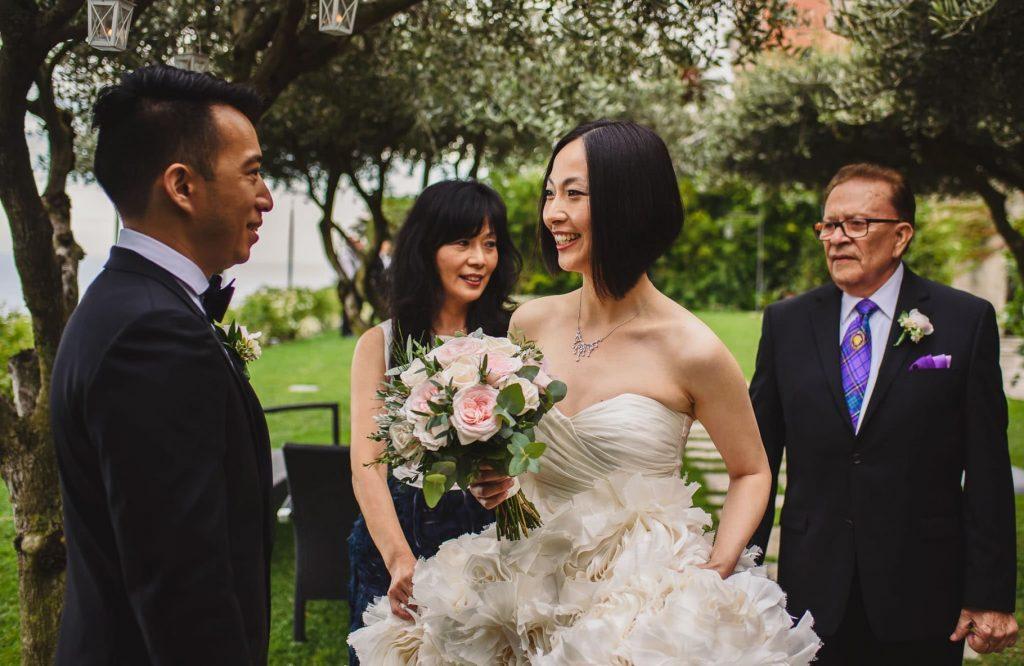 arrivo della sposa alla cerimonia e incontro con lo sposo
