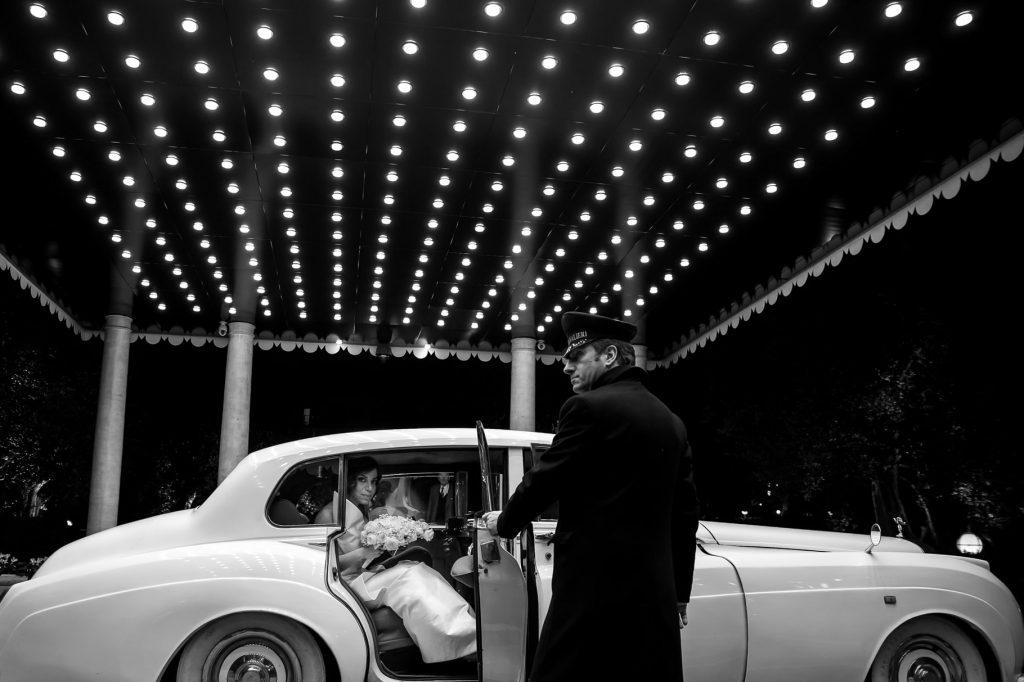gli sposi arrivano al ricevimento al cavalieri hilton hotel a roma