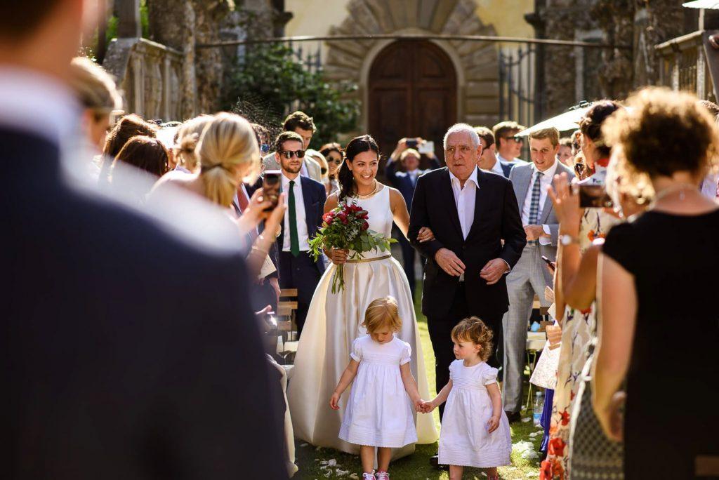 ingresso della sposa al matrimonio a villa gamberaia a Firenze