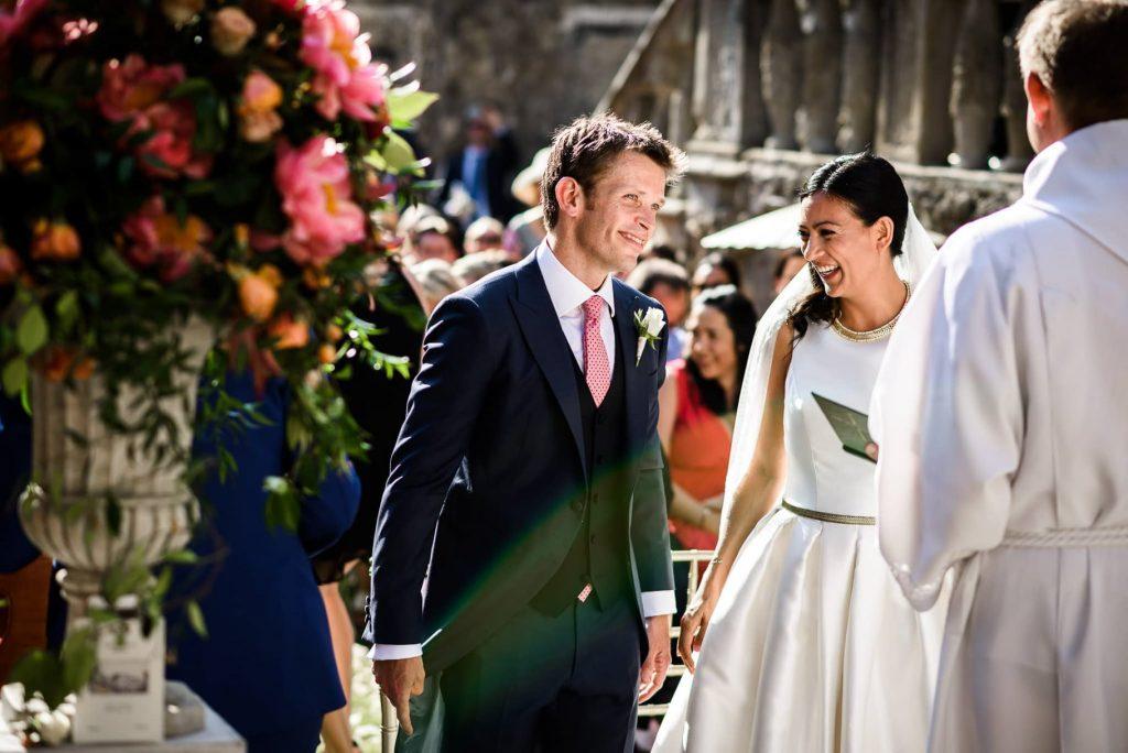 gli sposi si incontrano per il matrimonio a villa gamberaia a Firenze