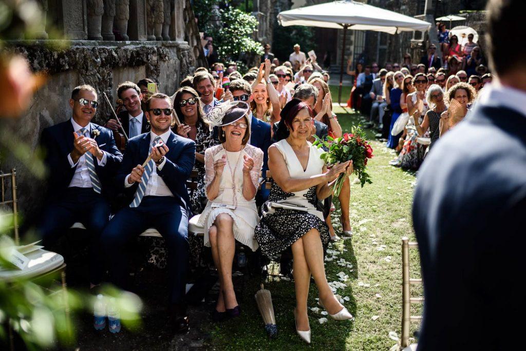 invitati durante la cerimonia al matrimonio a villa gamberaia