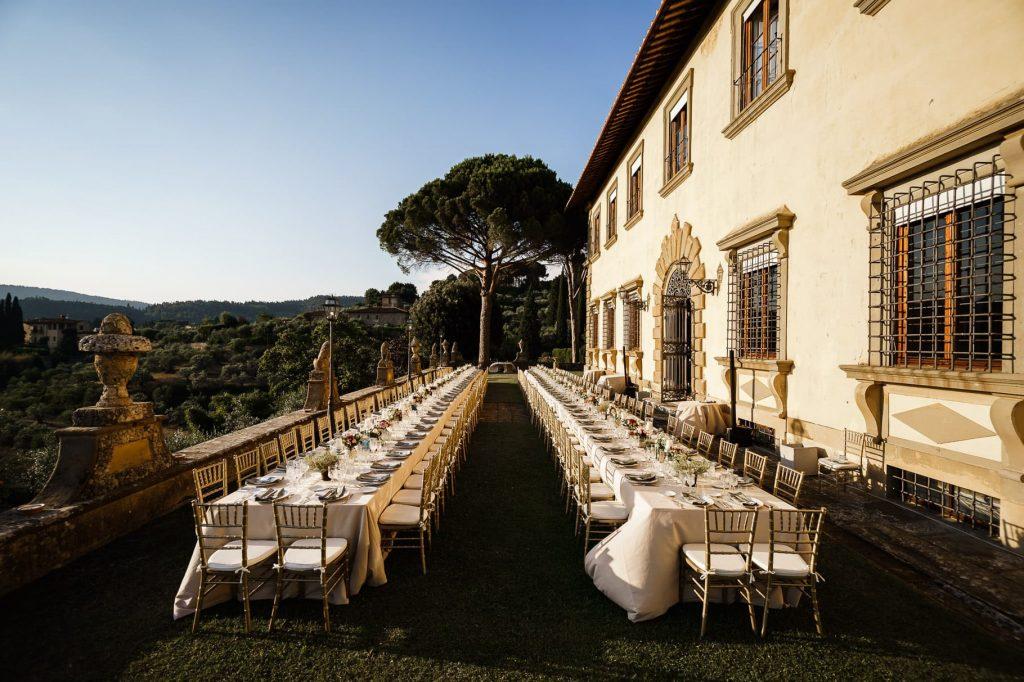 allestimento tavoli imperiali del matrimonio a villa gamberaia a Firenze