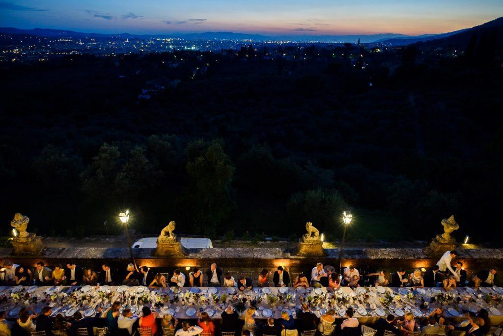 tavolo imperiale di nozze a villa gamberaia con vista su Firenze