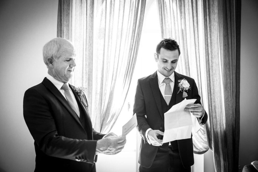 lo sposo e il papˆ preparano il discorso di nozze