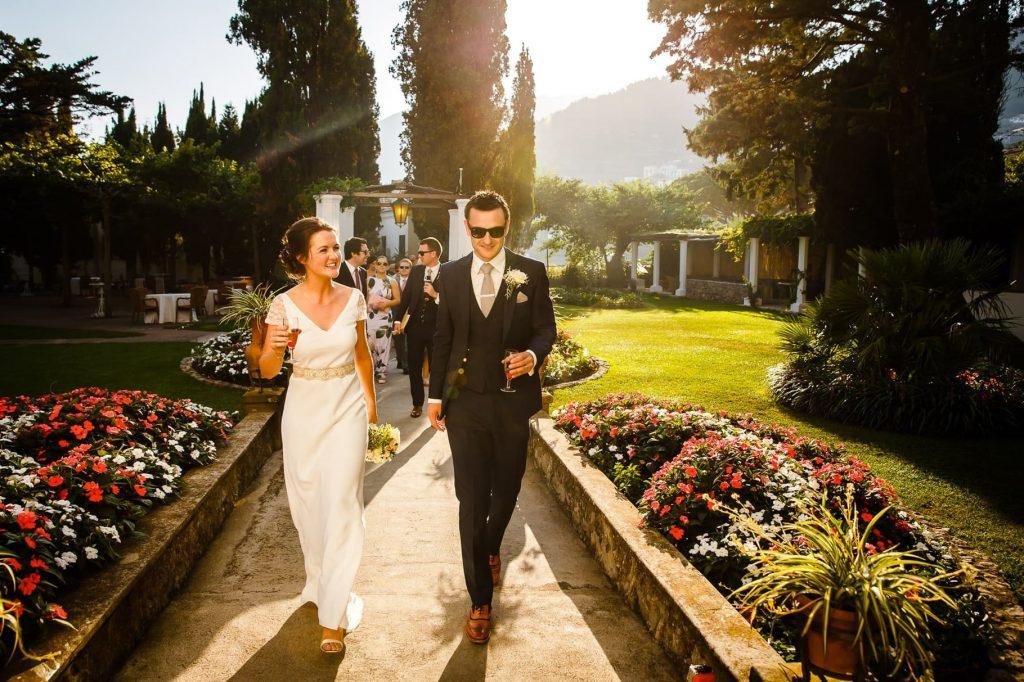il fotografo di matrimonio a ravello coglie lÕarrivo degli sposi a villa eva
