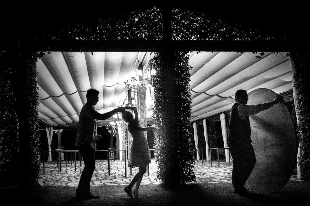bambini che danzano alla fine del matrimonio a ravello