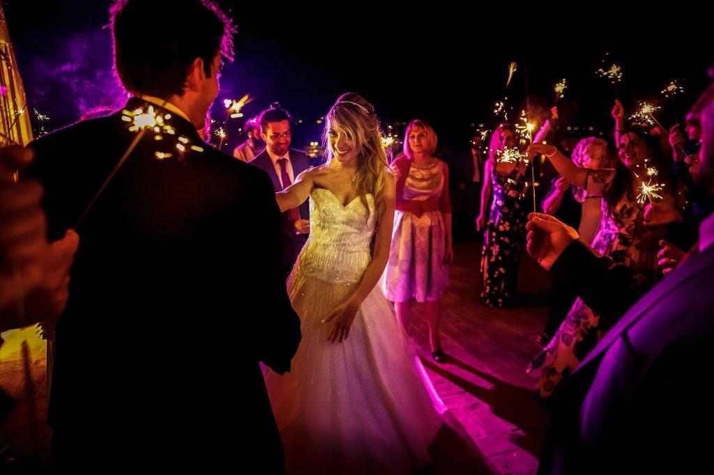 primo ballo degli sposi con stelline scintillanti al matrimonio estivo a roma