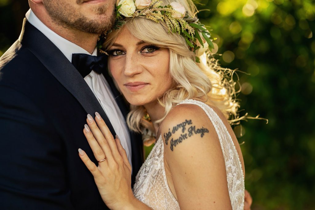 ritratto sposa nel giardino di villa rosantica