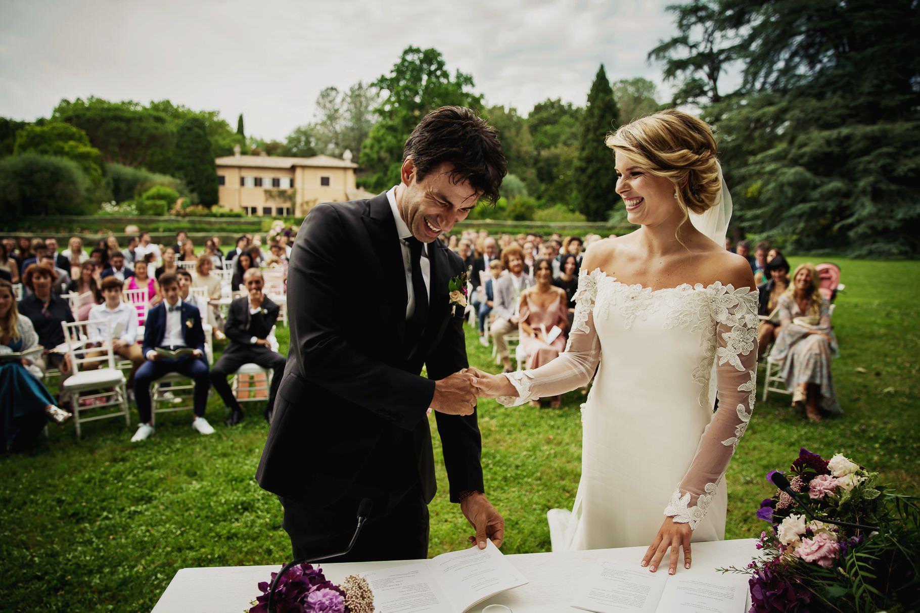 scambio delle promesse tra gli sposi al matrimonio di kledi