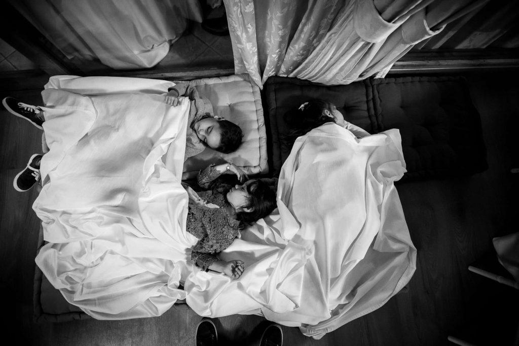 bambini addormentati alla fine del matrimonio di kledi