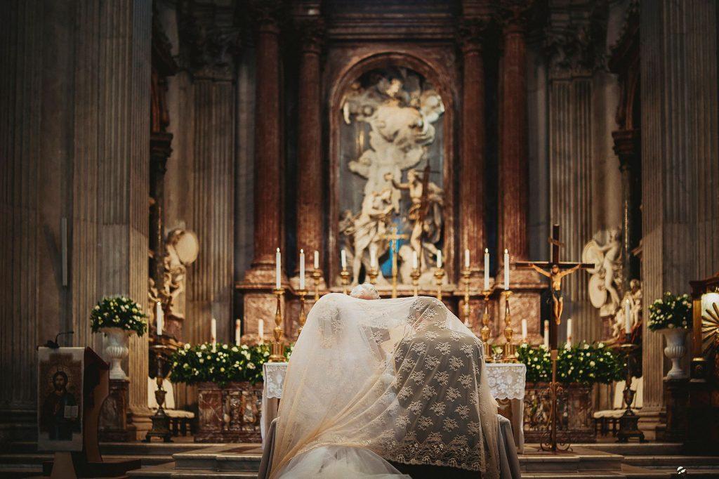 la benedizione degli sposi con il rito della velatio