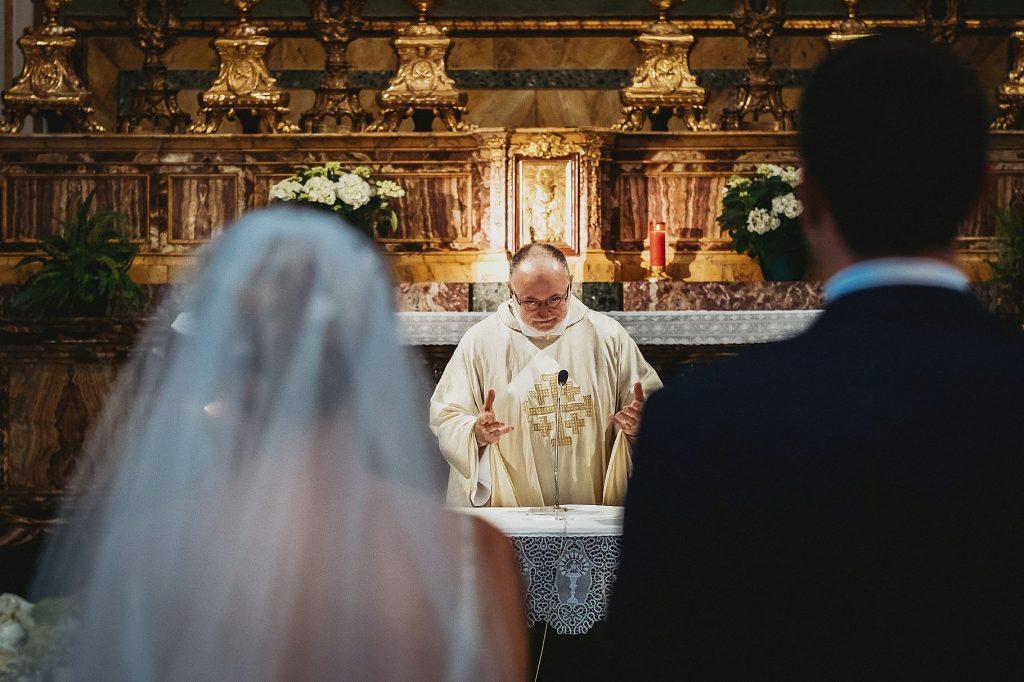 il prete del matrimonio Don Fabio Rosini durante lÕomelia