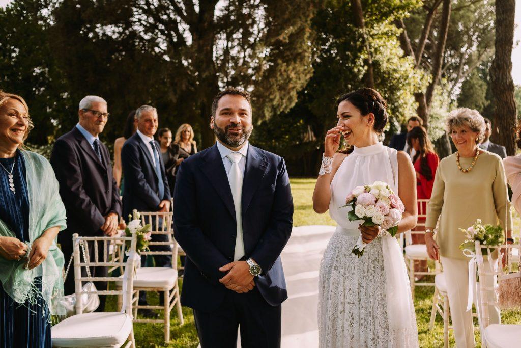 la sposa e lo sposo alla cerimonia di matrimonio al borgo della merluzza