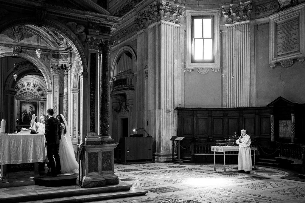 vista-della-chiesa-ss-bonifacio-ed-alessio-a-roma-durante-un-matrimonio