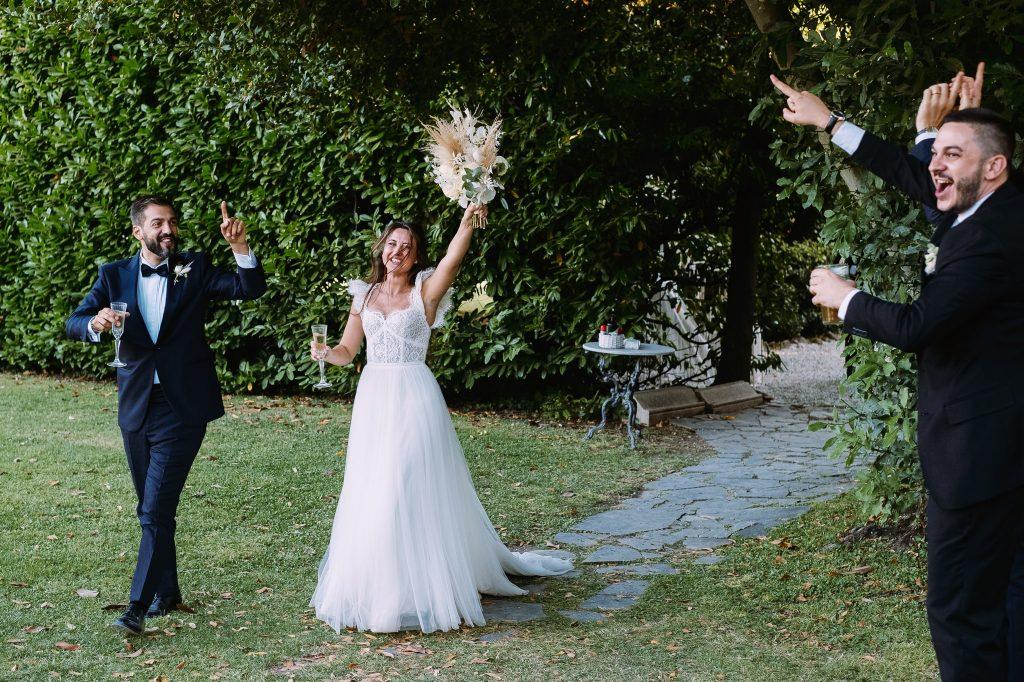 gli-sposi-arrivano-in-villa-blumensthil-a-roma-per-aperitivo-di-matrimonio-campioni-europei-2020
