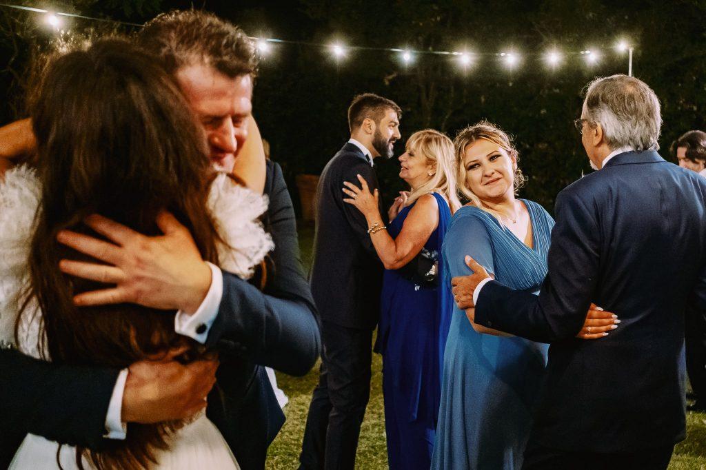 sposo-balla-con-sua-mamma-durante-il-ricevimento-del-suo-matrimonio-a-villa-blumensthil