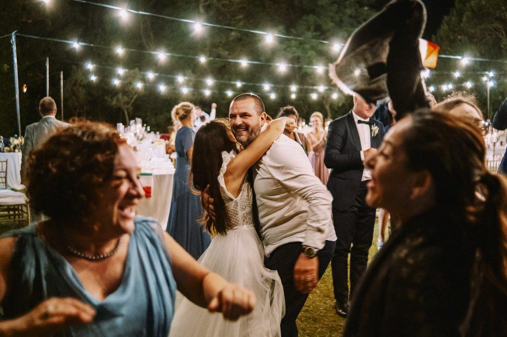sposa-festeggia-insieme-ad-invitati-finale-italia-inghilterra-2021-europei-campioni-europei-2020